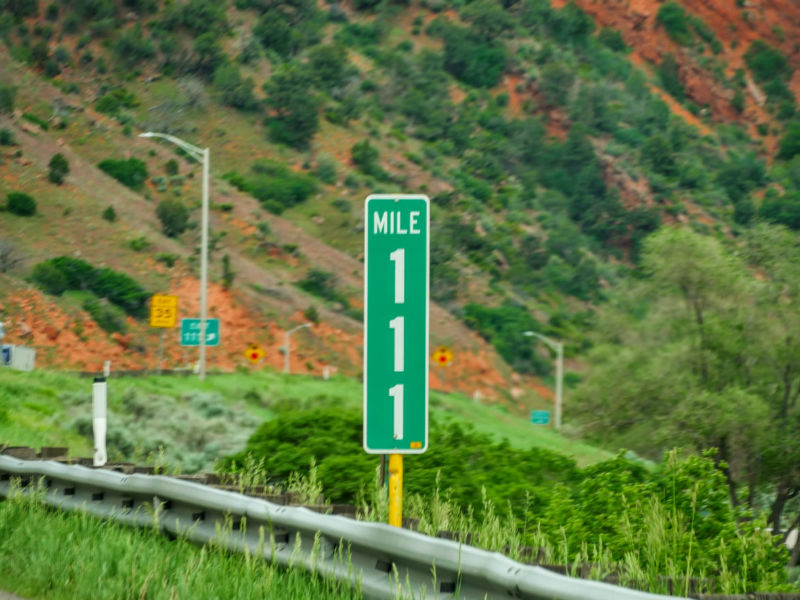 What Colors Are Guide Signs Mile Marker